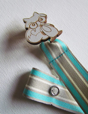 Fox Dummy Clip W/Mint, White & Cream Ribbon