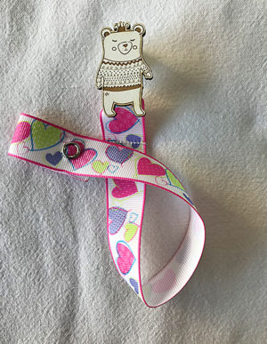 Bear Dummy Clip W/Multi-Coloured Heart Ribbon